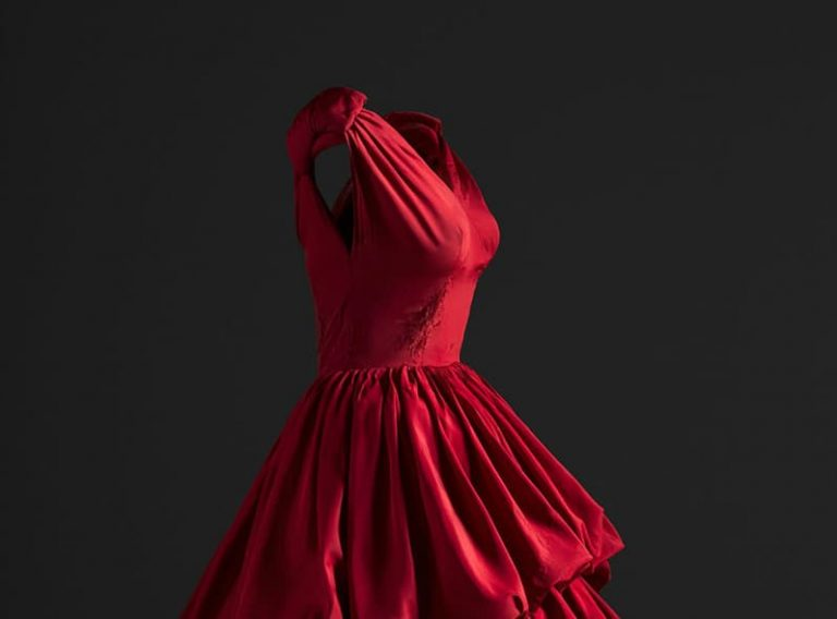 immagine per Un abito rosso a Teheran